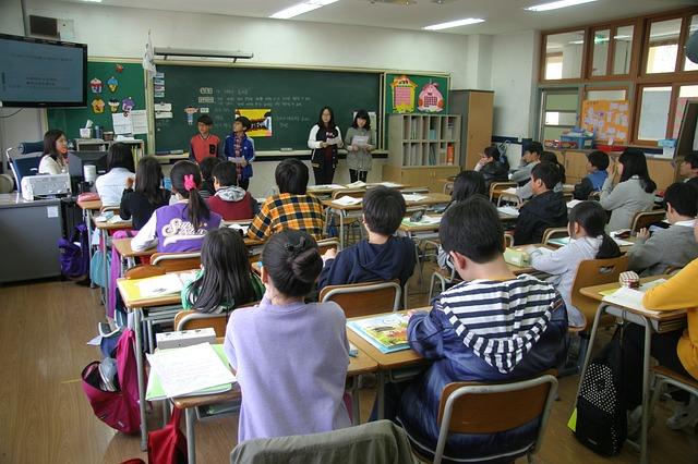 aula, alumnos en clase