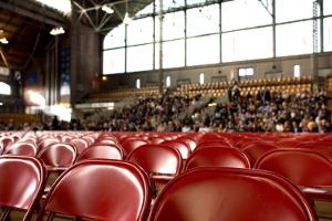 Imagen asientos en un congreso