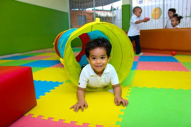 imagen de un niño jugando